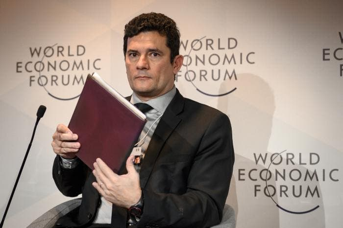 Sergio Moro talks about corruption but does not respond to
