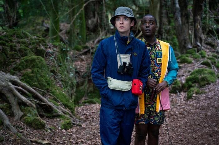 "Otis (Asa Butterfield) e Eric (Ncuti Gatwa) em imagem da segunda temporada de ""Sex Education"""