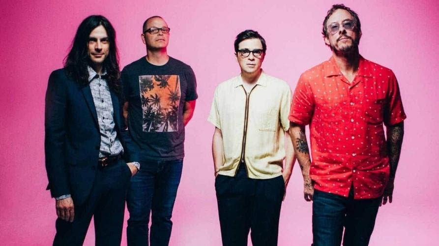 "Atualmente, o Weezer se prepara para a ""Hella Mega Tour"" ao lado do Green Day e do Fall Out Boy"