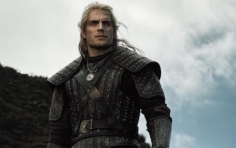 "Com Henry Cavill no papel do protagonista Geralt de Rivia, ""The Witcher"" estreou na Netflix no final de 2019"