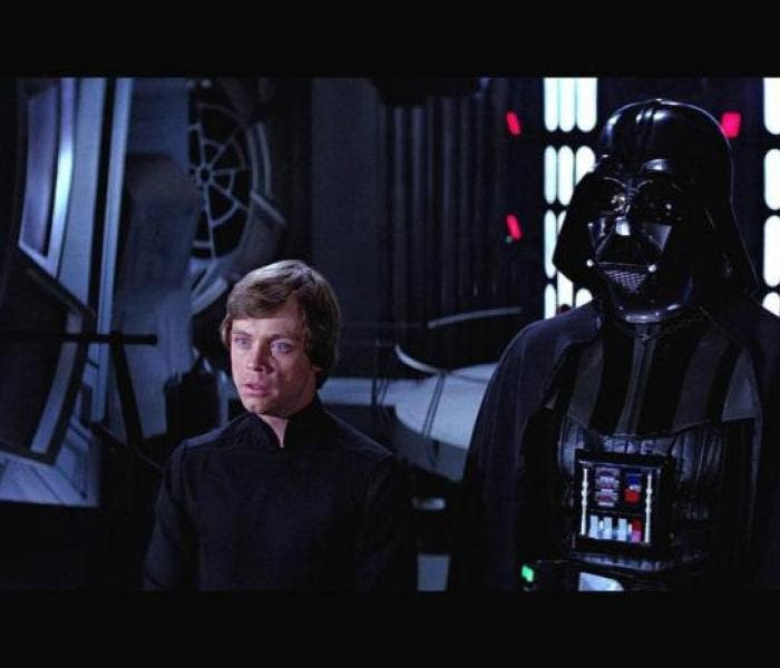 "Luke Skywalker (Mark Hamill) e Darth Vader em ""O Retorno do Jedi"" (1983)"