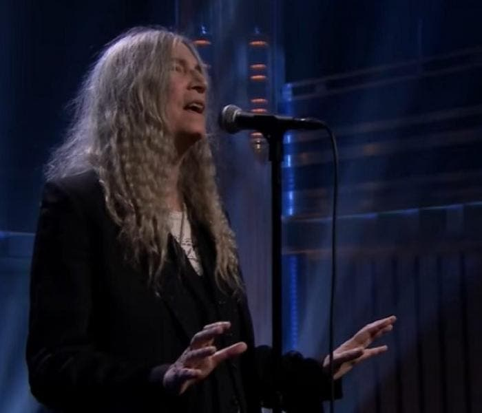"Patti Smith participou do programa ""The Tonight Show"" na última semana"