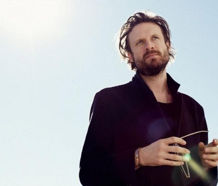 "O disco de estúdio mais recente de Father John Misty foi ""God's Favorite Customer"", de 2018"