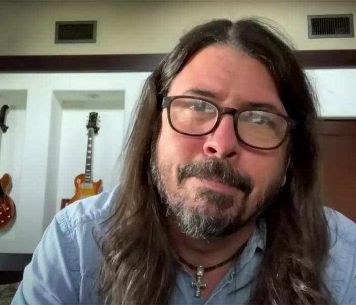 "Dave Grohl falou sobre o novo álbum do Foo Fighters, ""Medicine at Midnight"""