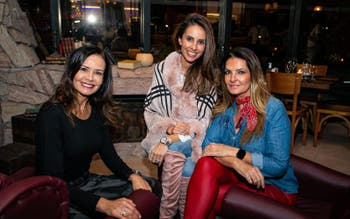 As super amigas Bel Scheer, Shirlei Albuquerque e Adriana Althoff estiveram no soft opening do novo restaurante em Floripa