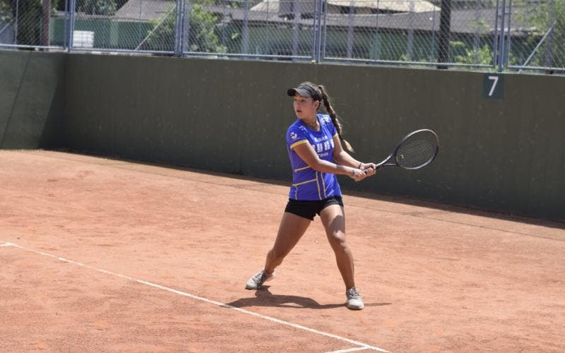 Maria Turchetto vence cinco etapas do torneio de SC sem perder nenhum set