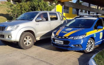 Picape Hilux estava com as placas adulteradas