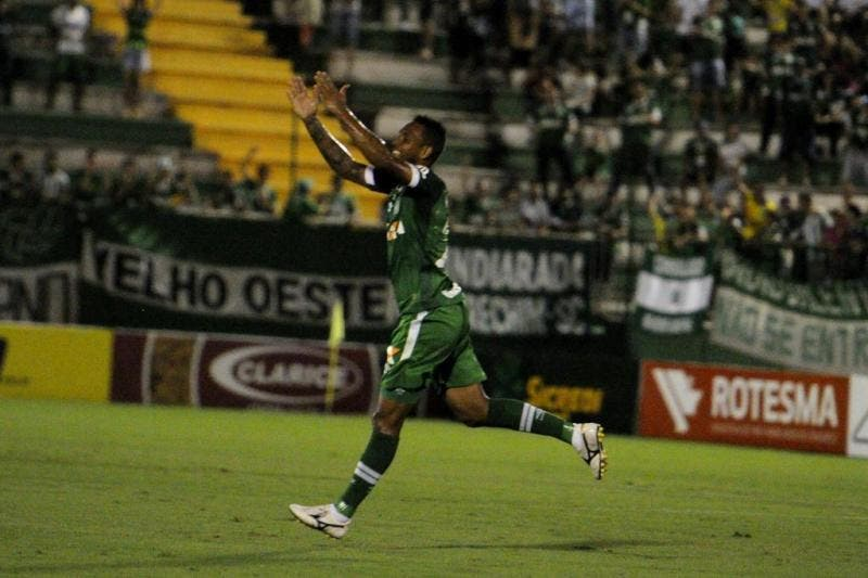 Chapecoense continua invicta no Catarinense