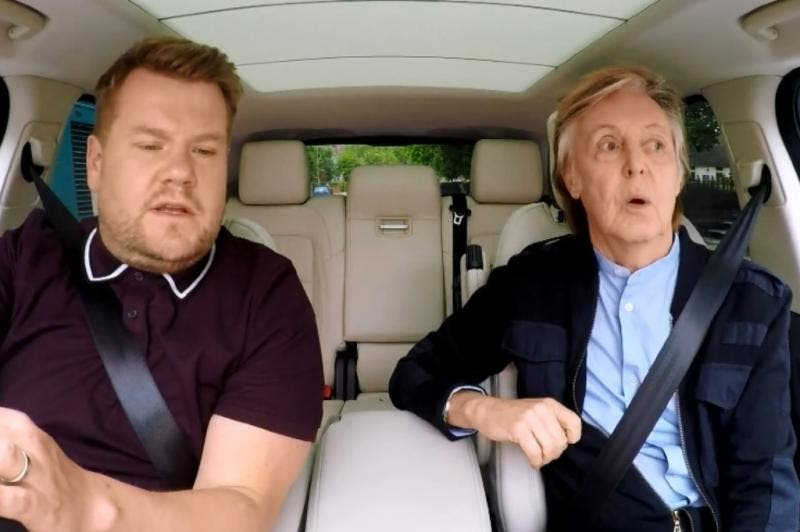 James Corden e Paul McCartney se divertiram no veículo enquanto cantavam sucessos dos Beatles