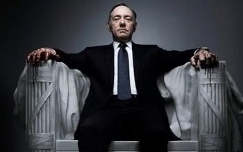 "Kevin Spacey vive o democrata Frank Underwood em ""House of Cards"""